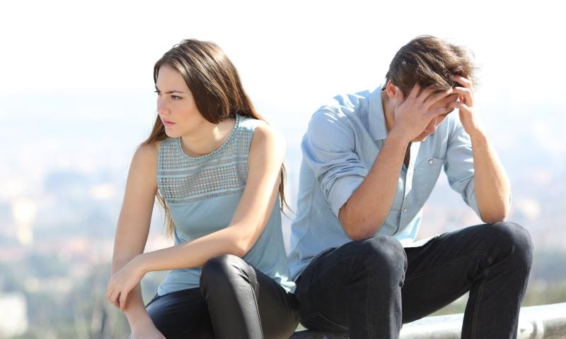 Paar entscheidet Beziehungspause
