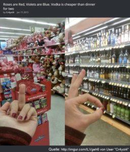 Frau zeigt Valentinstags-Geschenken im Supermarkt-Regal den Mittelfinger