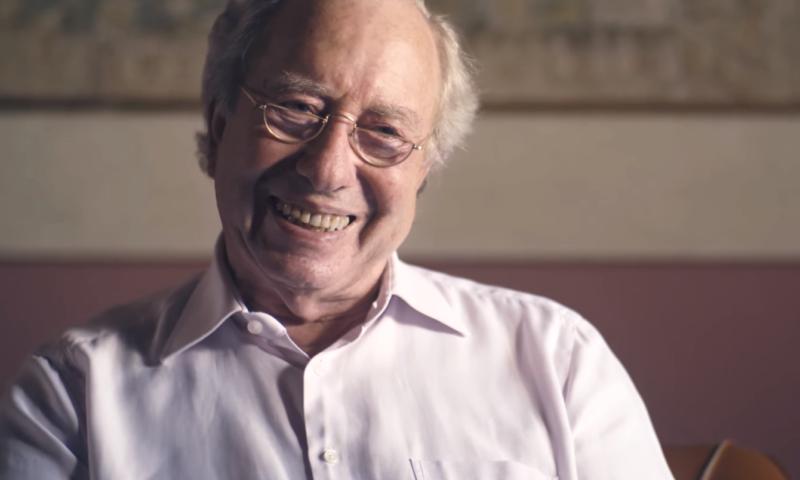 Hugo Schmale lacht